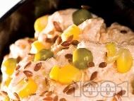 Рецепта Изварена разядка с чесън, майонеза, грах, царевица и сусам